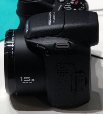 Fujifilm-finepix-s2000hd-left-375.jpg