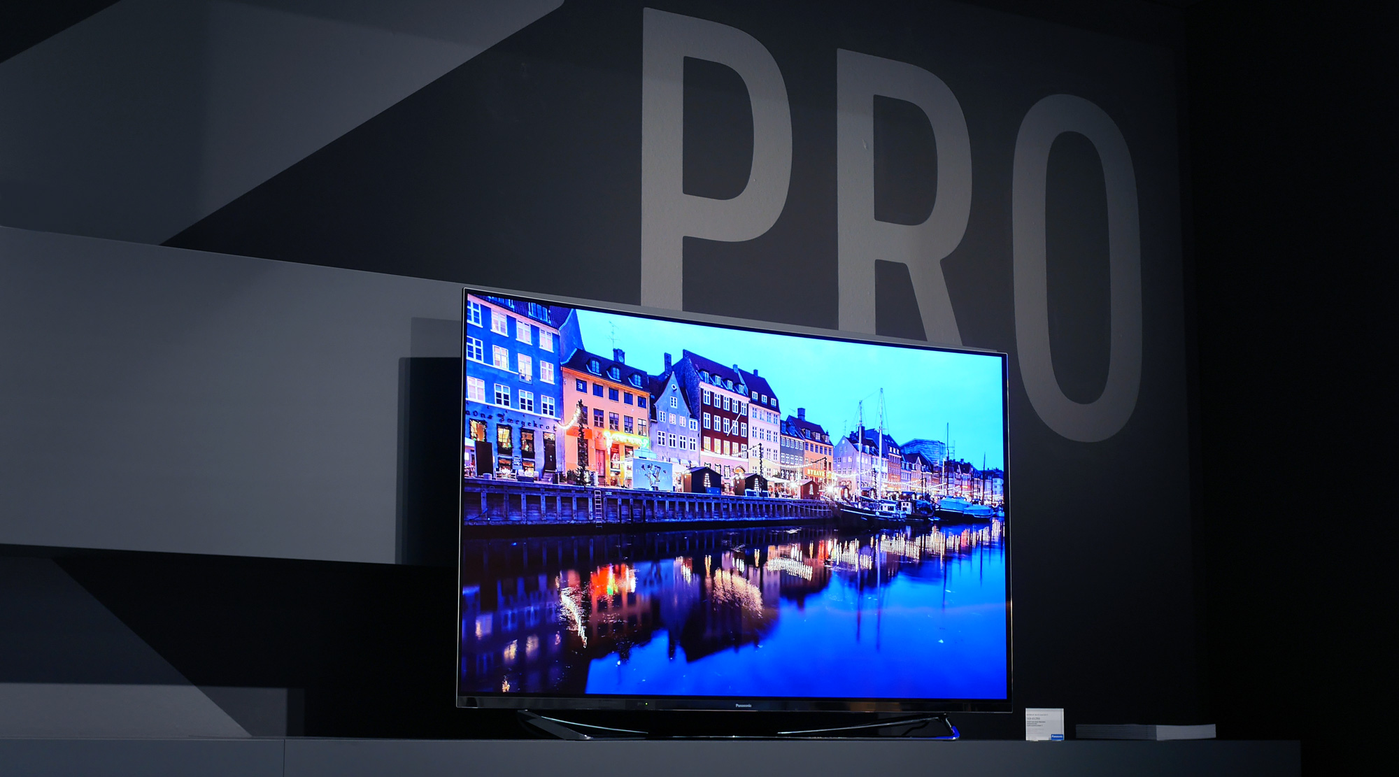 panasonic cz950 4k oled tv first impressions review televisions. Black Bedroom Furniture Sets. Home Design Ideas