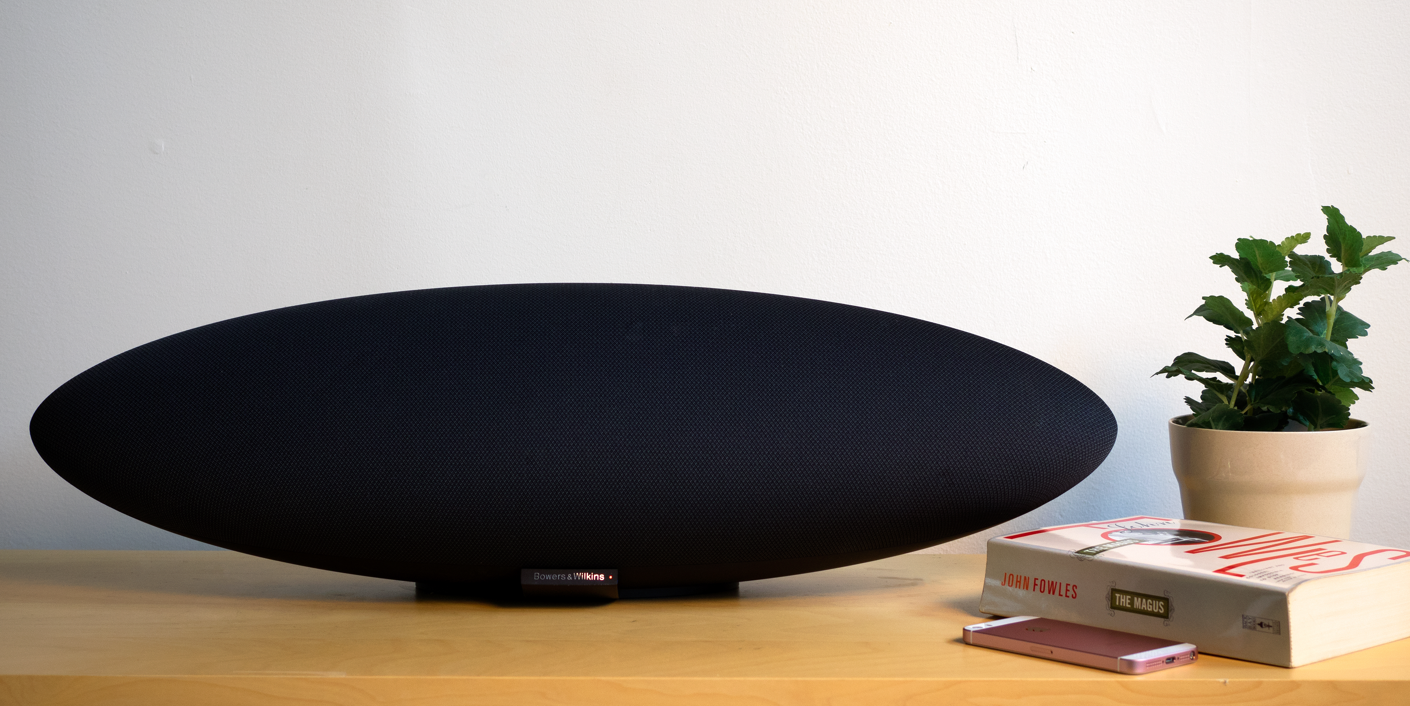 bowers wilkins zeppelin wireless review. Black Bedroom Furniture Sets. Home Design Ideas