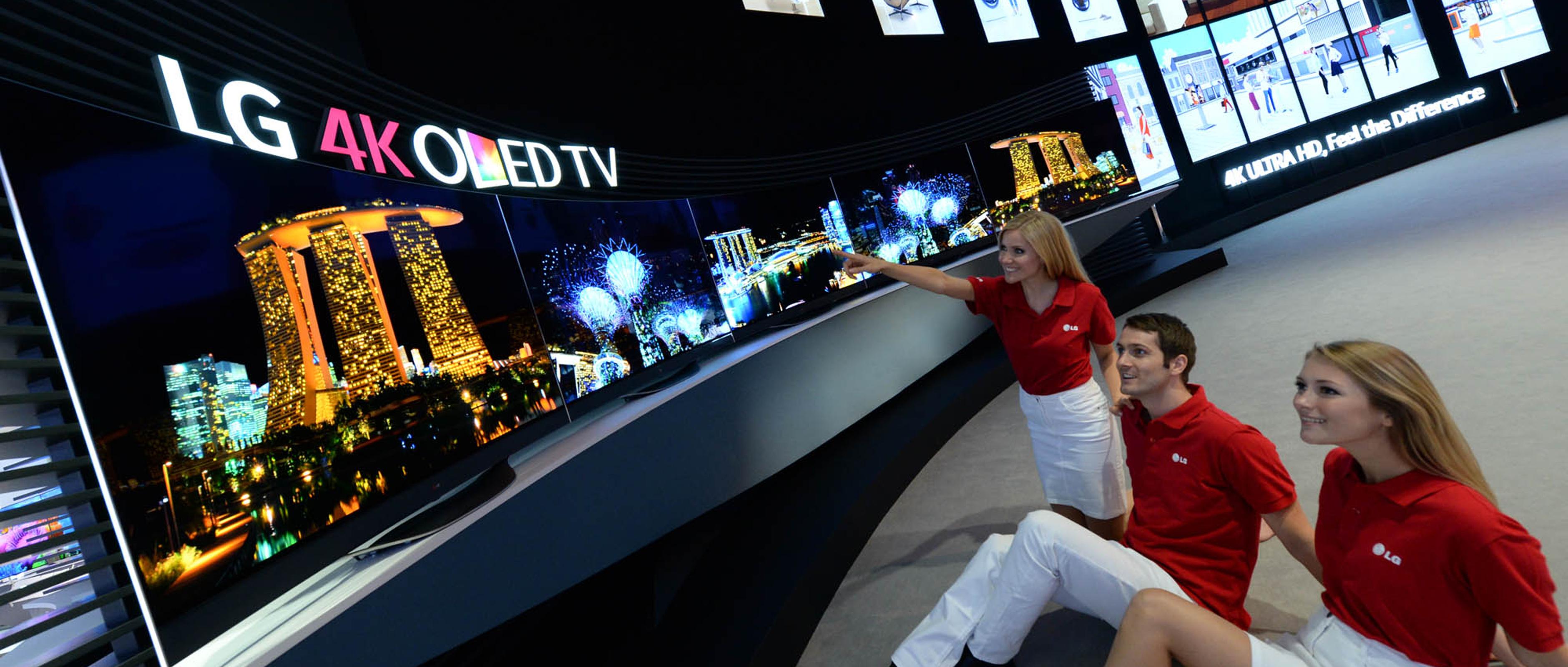 Lg Flaunts Flexible 4k Oled Tv 21 9 Uhd Display 4k