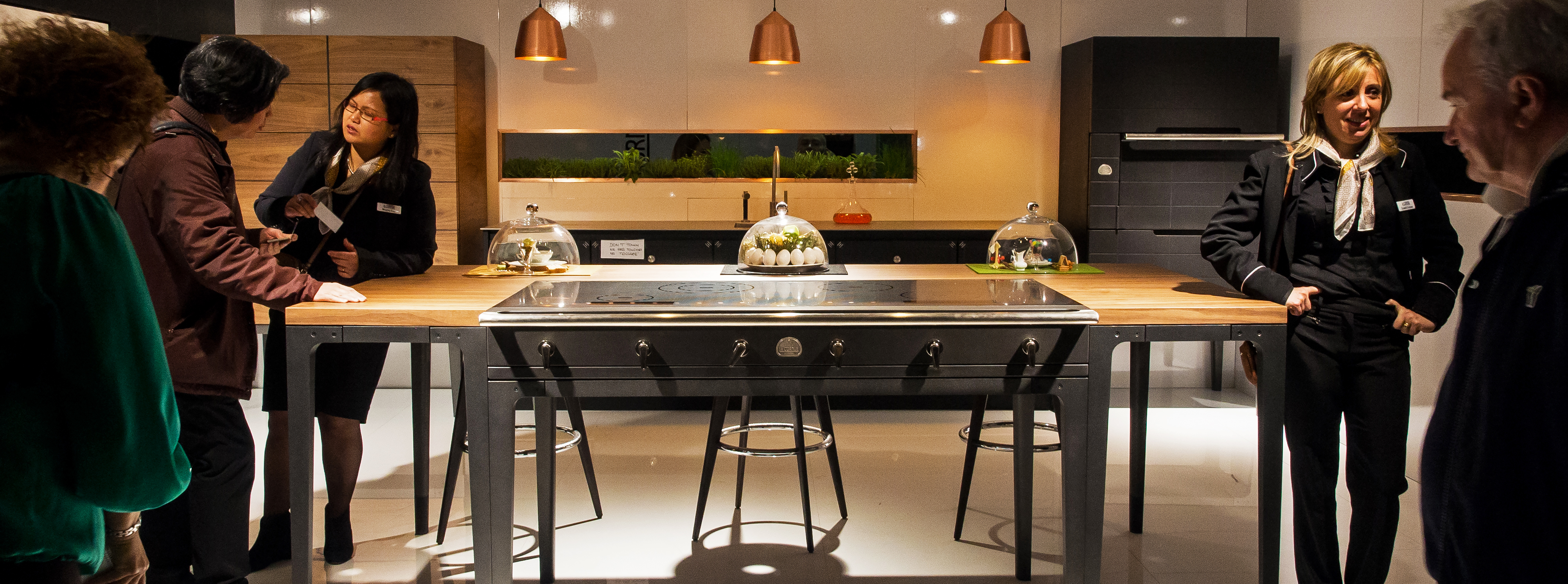 Opulent 26k table lets you cook with parisian flair - Table induction 3 feux ...